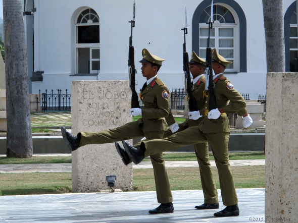 Cementerio de Santa Ifigenia - Jose Marti mausoleum - changing of the guard 01©